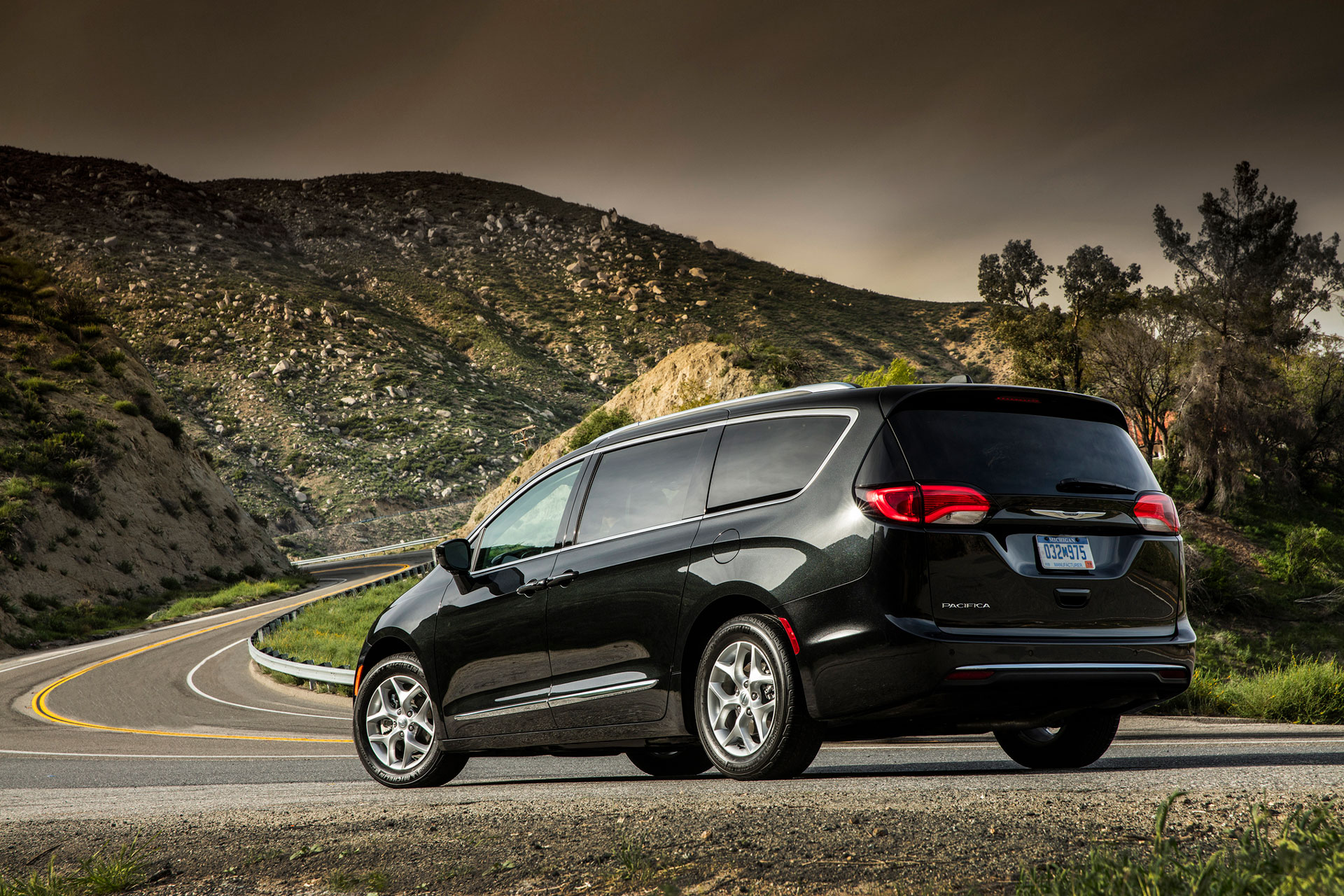 2017-Chrysler-Pacifica-Touring