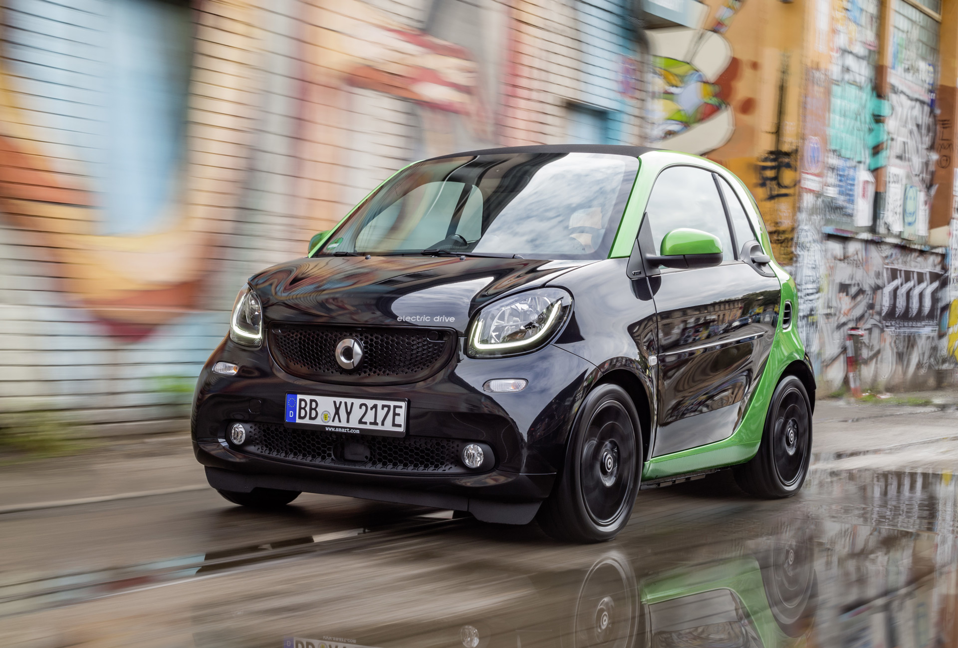2017-smart-fortwo-electric-drive_100566136_h