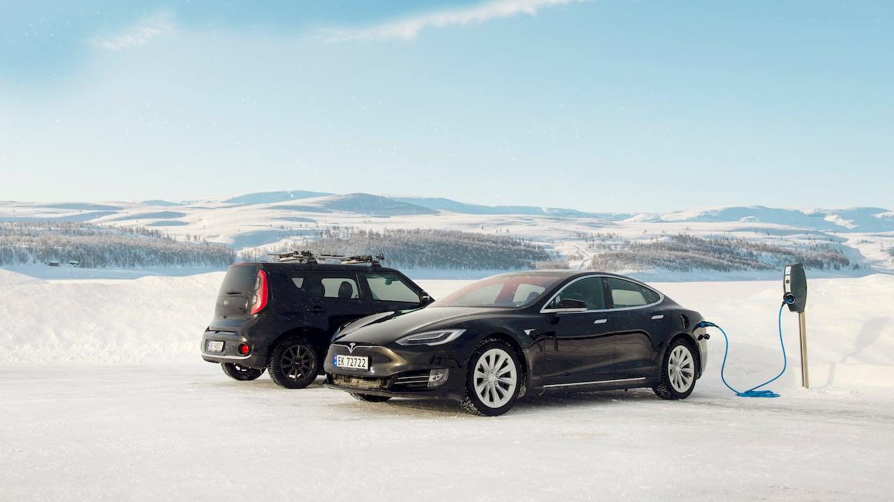 borne-de-recharge-pour-voiture-electrique-evbox-businessline-norveg